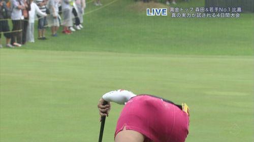 TVにゴルフのグリーンが映るとパンチラが気になっちゃうエロ画像 42枚 No.41