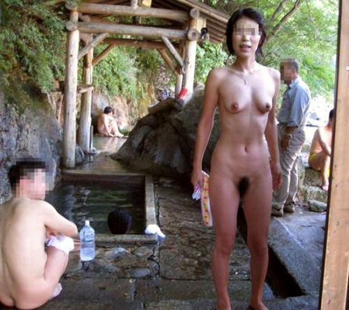 混浴露天風呂でオマンコやおっぱいを堂々と晒してるエロ画像 39枚 No.2