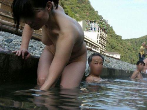 混浴露天風呂でオマンコやおっぱいを堂々と晒してるエロ画像 39枚 No.5