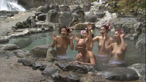 混浴露天風呂でオマンコやおっぱいを堂々と晒してるエロ画像 39枚 No.16