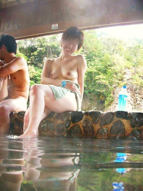 混浴露天風呂でオマンコやおっぱいを堂々と晒してるエロ画像 39枚 No.22