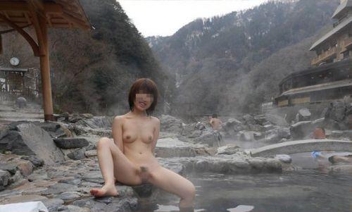 混浴露天風呂でオマンコやおっぱいを堂々と晒してるエロ画像 39枚 No.25