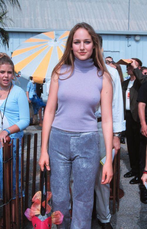 【エロ画像】海外セレブの間ではスケ乳首のファッションが大人気らしいwww 33枚 No.5