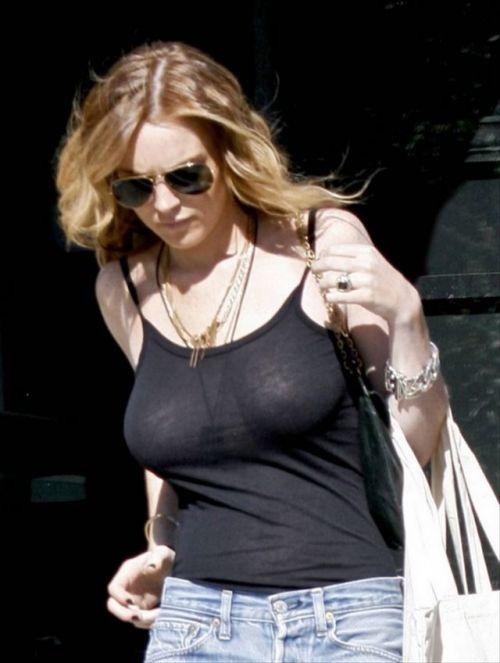【エロ画像】海外セレブの間ではスケ乳首のファッションが大人気らしいwww 33枚 No.23