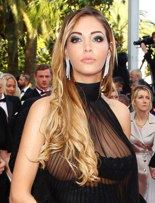 【エロ画像】海外セレブの間ではスケ乳首のファッションが大人気らしいwww 33枚 No.24
