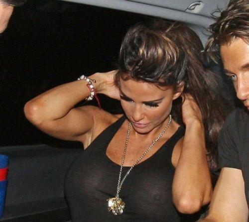 【エロ画像】海外セレブの間ではスケ乳首のファッションが大人気らしいwww 33枚 No.33