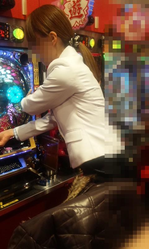 パチンコ屋のお客さんやイベントガールの胸チラ盗撮画像まとめ 33枚 No.13