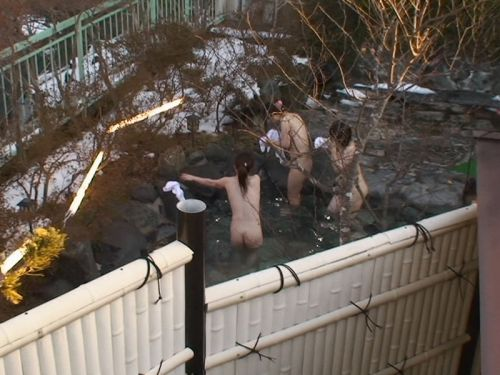 露天風呂を覗き見でお湯に濡れたおっぱいやお尻がエロ過ぎ盗撮画像 37枚 No.9