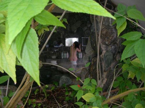 露天風呂を覗き見でお湯に濡れたおっぱいやお尻がエロ過ぎ盗撮画像 37枚 No.13