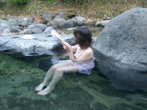 露天風呂を覗き見でお湯に濡れたおっぱいやお尻がエロ過ぎ盗撮画像 37枚 No.16