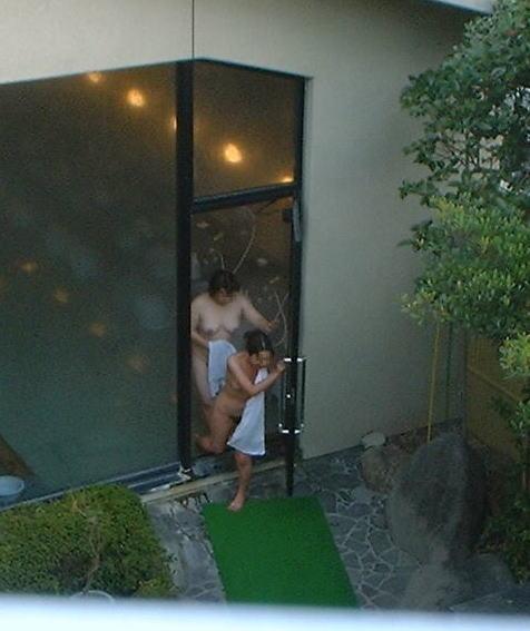 露天風呂を覗き見でお湯に濡れたおっぱいやお尻がエロ過ぎ盗撮画像 37枚 No.20