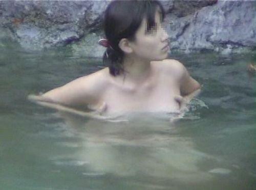 露天風呂を覗き見でお湯に濡れたおっぱいやお尻がエロ過ぎ盗撮画像 37枚 No.24