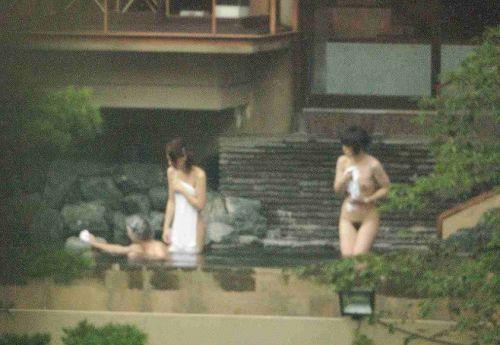 露天風呂を覗き見でお湯に濡れたおっぱいやお尻がエロ過ぎ盗撮画像 37枚 No.26