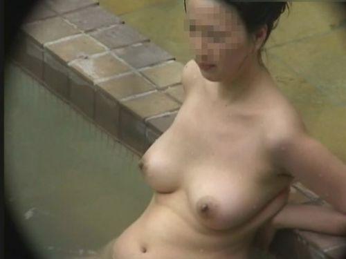露天風呂を覗き見でお湯に濡れたおっぱいやお尻がエロ過ぎ盗撮画像 37枚 No.27