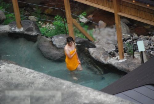 露天風呂を覗き見でお湯に濡れたおっぱいやお尻がエロ過ぎ盗撮画像 37枚 No.34