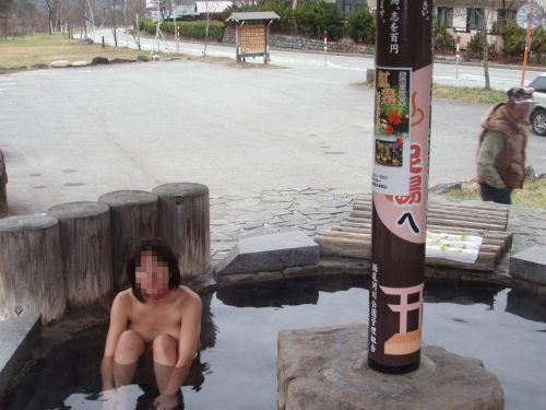 露天風呂を覗き見でお湯に濡れたおっぱいやお尻がエロ過ぎ盗撮画像 37枚 No.35