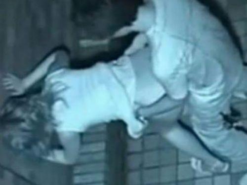 野外で後背位セックスしてるカップルを赤外線カメラで盗撮したエロ画像www 34枚 No.1