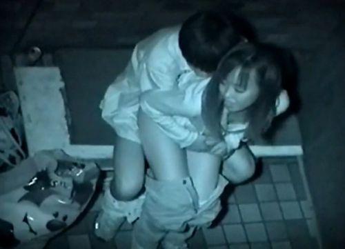 野外で後背位セックスしてるカップルを赤外線カメラで盗撮したエロ画像www 34枚 No.6