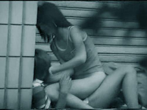 野外で騎乗位セックスしているカップルを赤外線カメラで盗撮エロ画像 45枚 No.1
