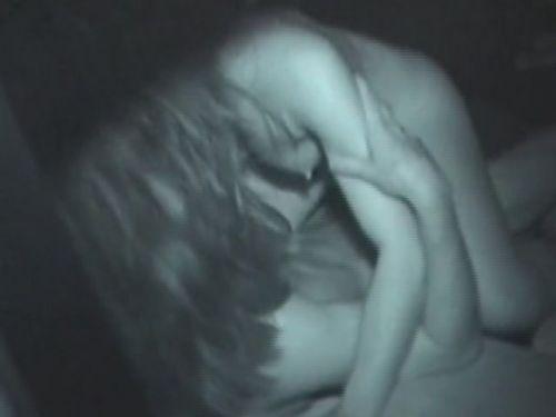 野外で騎乗位セックスしているカップルを赤外線カメラで盗撮エロ画像 45枚 No.26