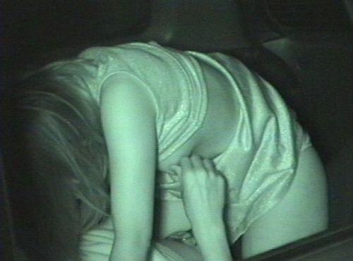 野外で騎乗位セックスしているカップルを赤外線カメラで盗撮エロ画像 45枚 No.31