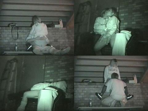 野外で騎乗位セックスしているカップルを赤外線カメラで盗撮エロ画像 45枚 No.34