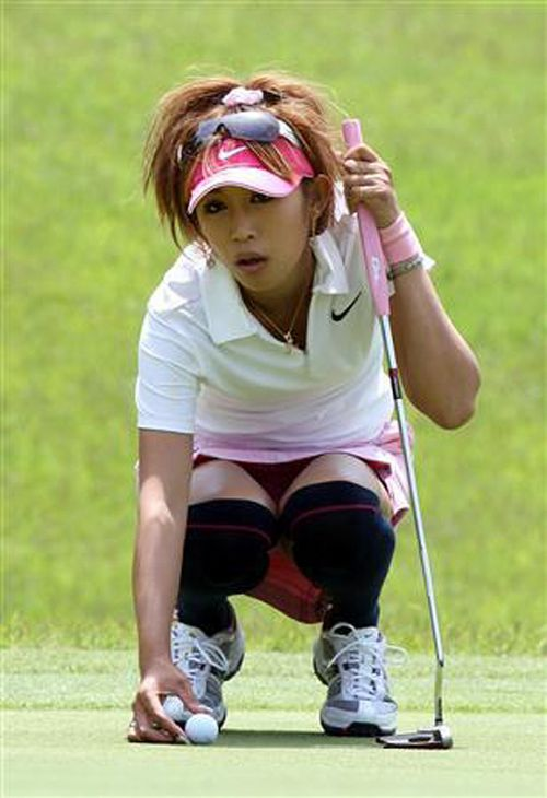 女子プロゴルファーのお宝パンチラ・太ももたっぷりエロ画像まとめ 39枚 No.9