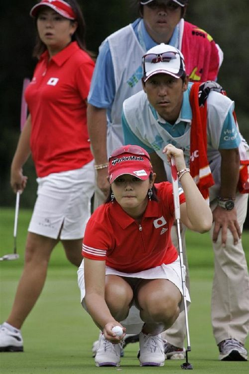 女子プロゴルファーのお宝パンチラ・太ももたっぷりエロ画像まとめ 39枚 No.32