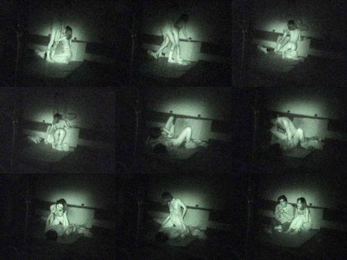 赤外線カメラで野外正常位セックス中のカップルを盗撮したエロ画像 45枚 No.23