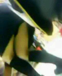 パチンコ店の店員さんのミニスカのパンティを逆さ撮り盗撮画像 39枚 No.8