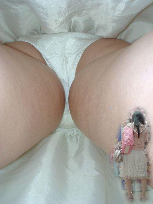 【盗撮画像】素人のナプキン付きパンティを逆さ撮りしたったwww 36枚 No.33