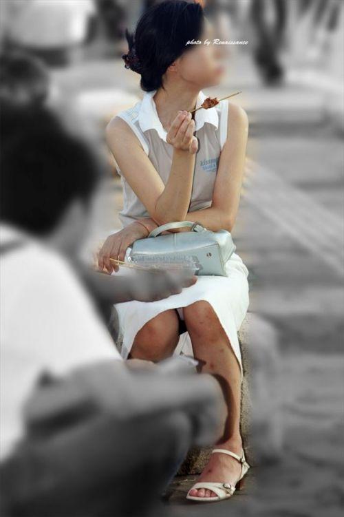 【盗撮】素人の熟女・人妻がしゃがみパンチラしてるエロ画像まとめ 34枚 No.2
