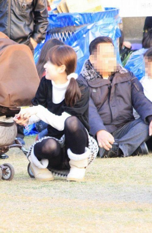 【盗撮】素人の熟女・人妻がしゃがみパンチラしてるエロ画像まとめ 34枚 No.5