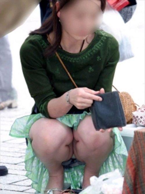 【盗撮】素人の熟女・人妻がしゃがみパンチラしてるエロ画像まとめ 34枚 No.8