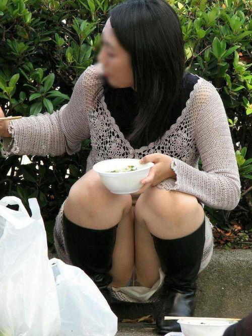 【盗撮】素人の熟女・人妻がしゃがみパンチラしてるエロ画像まとめ 34枚 No.13
