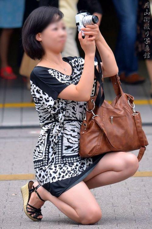 【盗撮】素人の熟女・人妻がしゃがみパンチラしてるエロ画像まとめ 34枚 No.19