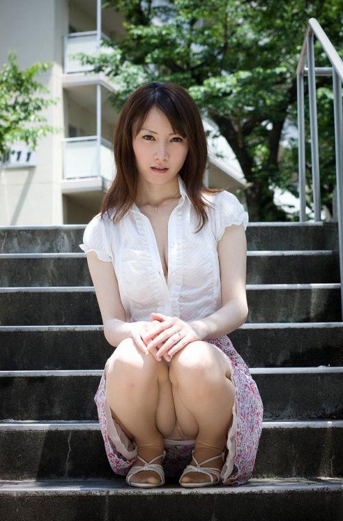 【盗撮】素人の熟女・人妻がしゃがみパンチラしてるエロ画像まとめ 34枚 No.33