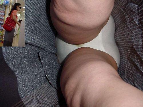 難易度激高!ロングスカートの人妻や熟女を逆さ撮りした盗撮エロ画像 No.14