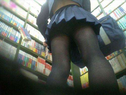 【画像】黒タイツを履いてる素人JKの美脚がエロ過ぎ! No.2