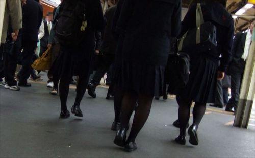 【画像】黒タイツを履いてる素人JKの美脚がエロ過ぎ! No.3
