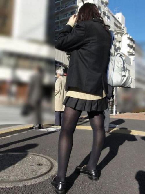 【画像】黒タイツを履いてる素人JKの美脚がエロ過ぎ! No.5