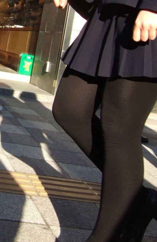 【画像】黒タイツを履いてる素人JKの美脚がエロ過ぎ! No.9