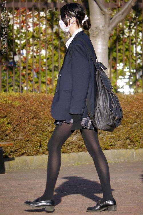 【画像】黒タイツを履いてる素人JKの美脚がエロ過ぎ! No.11
