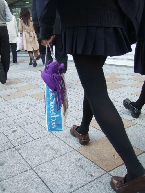 【画像】黒タイツを履いてる素人JKの美脚がエロ過ぎ! No.14