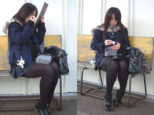 【画像】黒タイツを履いてる素人JKの美脚がエロ過ぎ! No.15