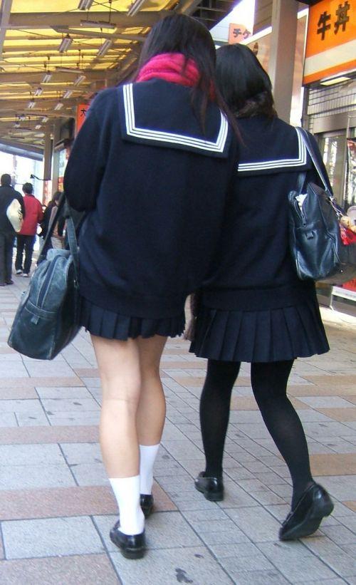 【画像】黒タイツを履いてる素人JKの美脚がエロ過ぎ! No.22