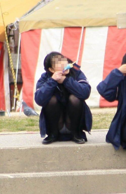 【画像】黒タイツを履いてる素人JKの美脚がエロ過ぎ! No.23