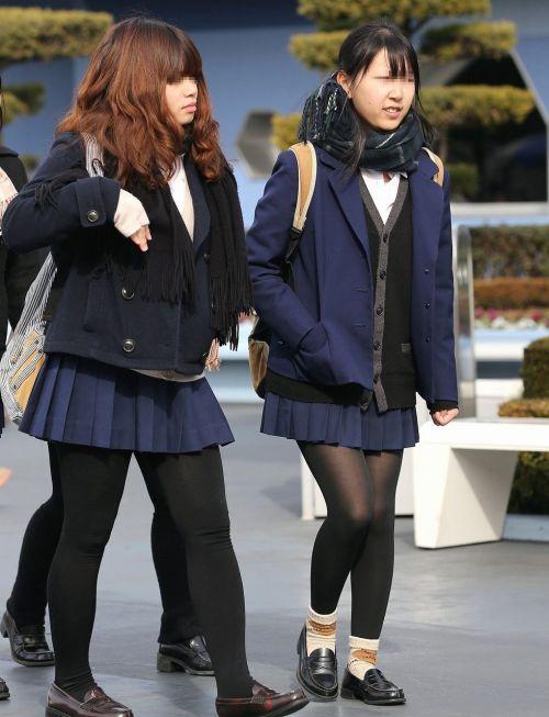 【画像】黒タイツを履いてる素人JKの美脚がエロ過ぎ! No.24