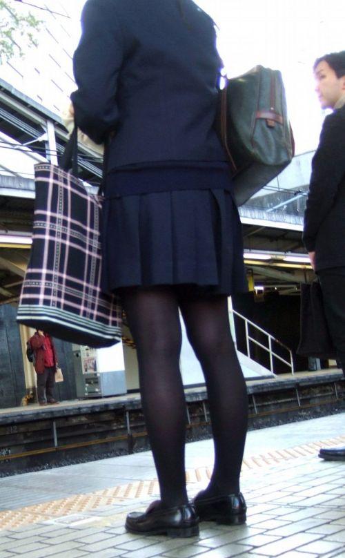 【画像】黒タイツを履いてる素人JKの美脚がエロ過ぎ! No.25