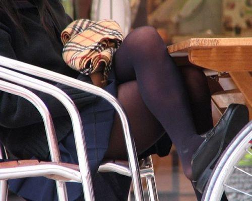 【画像】黒タイツを履いてる素人JKの美脚がエロ過ぎ! No.26